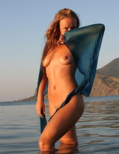 Hairy pussy chick at the sea
